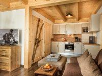 Die Chalets im Bikehotel Hagan Lodge bieten eine komplett ausgestattete Küche(Foto: Alpenpark Hotels und Residences)