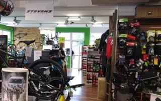 Mountainbikes und E-Bikes erhältst du im Bike-Verleih Mauna Loa(Foto: Christopher Unterberger)