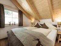 Das Schlafzimmer in einem Chalet im BikehotelHagan Lodge(Foto: Alpenpark Hotels und Residences)